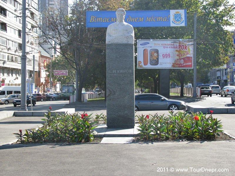Kirov_SM_monument_1_1