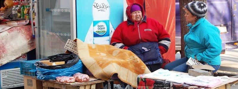 к-рынку.-на-улице-глинки-продают-пирожки