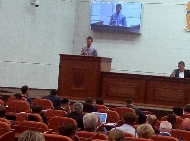 Олег Чистопольцев выступает на сессии Днепропетровского городского совета