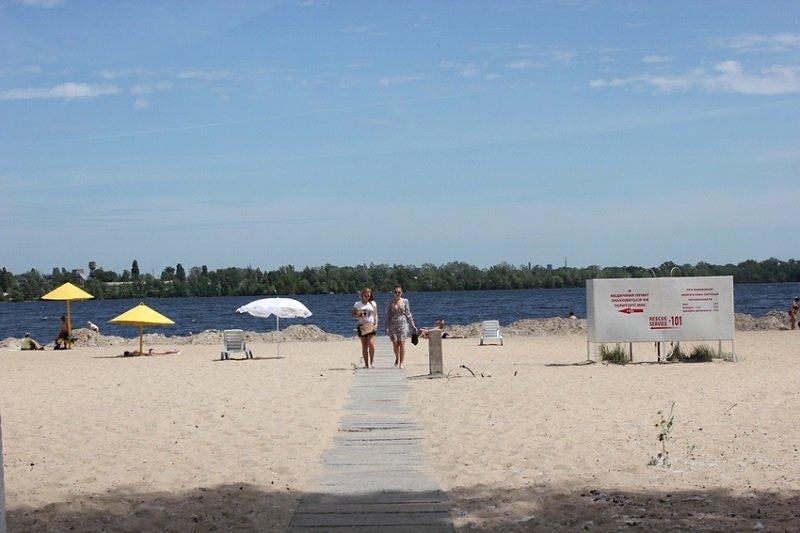 Пляж на Монастырском острове в Днепропетровске