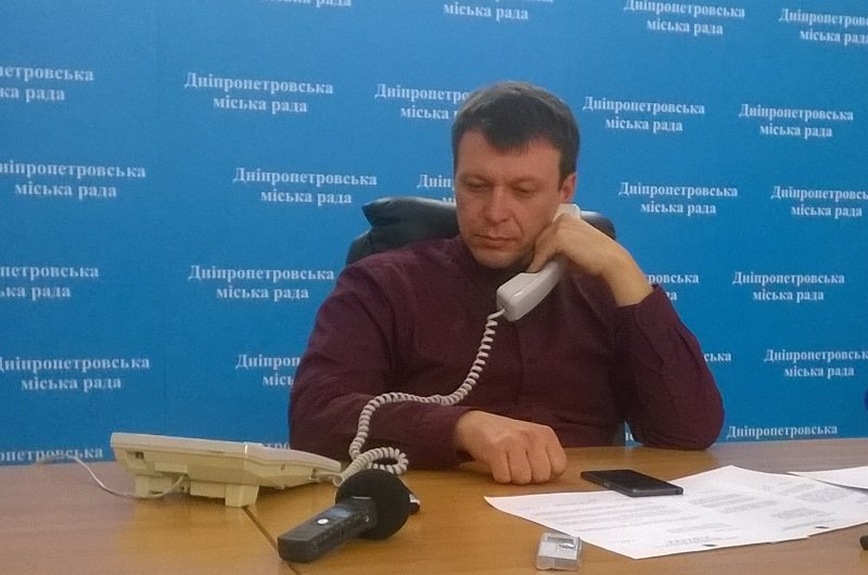 Руслан Мороз не комментирует поджег автомобиля, но обещает снести все незаконные киоски