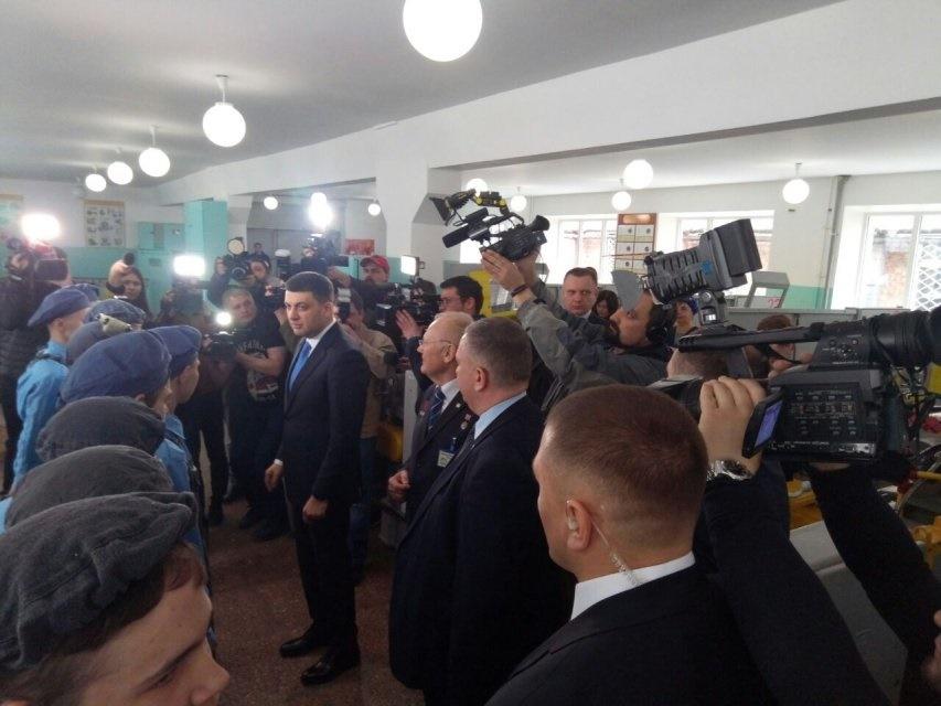 Гройсман в Днипре сказал, что при выборе места для нового аэропорта необходимо учитывать мнение местных жителей. Фото: dengi.informator.ua