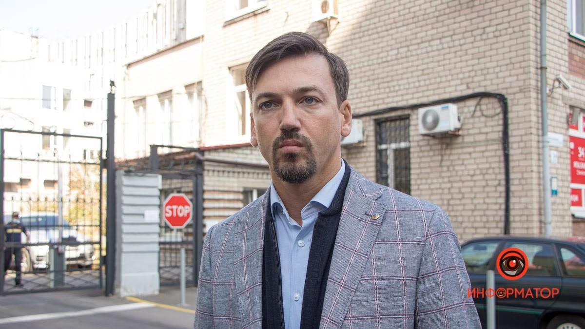 Адвокат Артем Хмельников считает само проведение опроса незаконным и манипулятивным