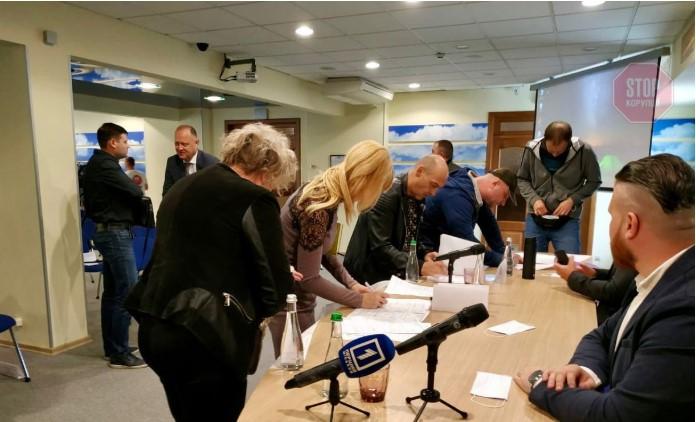 """Криворожский центр """"Стоп коррупции"""" подписал меморандум о сотрудничестве с другими организациями Фото: СтопКор"""