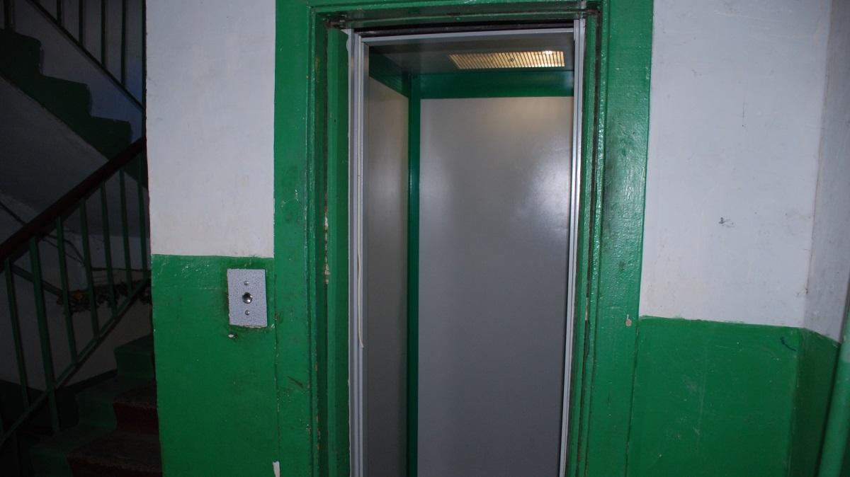 В жилых домах Киева покрасят подъезды, отремонтируют лифты, заменят окна и двери